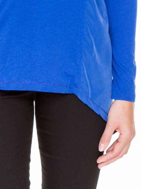 Niebieska bluzka z asymetrycznym bokiem                              zdj.                              7