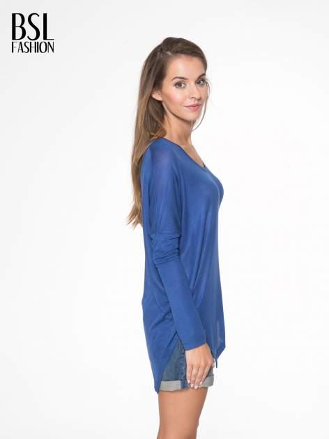 Niebieska bluzka z asymetrycznym cięciem na dole                                  zdj.                                  3