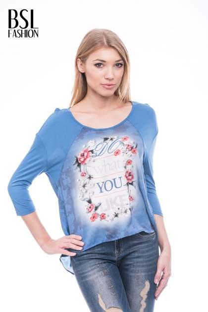Niebieska bluzka z kwiatowym nadrukiem i rękawami 3/4                                  zdj.                                  1
