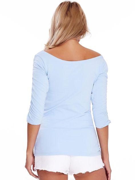 Niebieska bluzka z marszczeniem na ramionach                              zdj.                              4