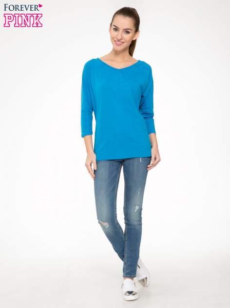 Niebieska bluzka z marszczonym dekoltem i rękawkami 3/4                                  zdj.                                  2