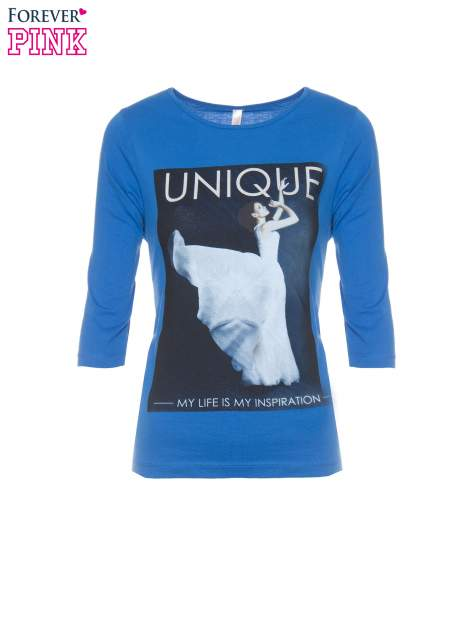 Niebieska bluzka z nadrukiem kobiety i napisem UNIQUE                                  zdj.                                  5