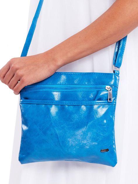 Niebieska błyszcząca torebka listonoszka                              zdj.                              1