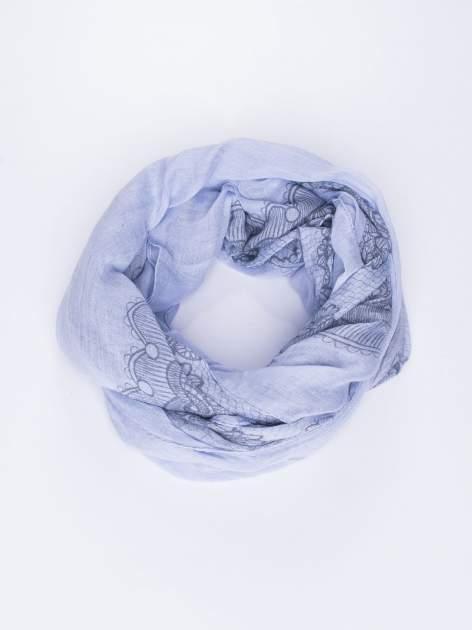 Niebieska chustka w kwiatowy, dekoracyjny wzór                                  zdj.                                  2