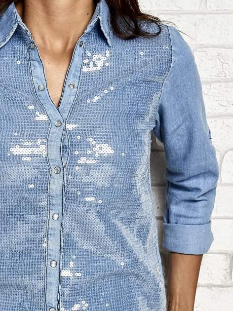 Niebieska denimowa koszula z aplikacją z cekinów                                  zdj.                                  6