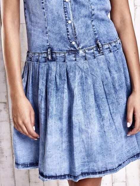 Niebieska denimowa sukienka z obniżonym stanem                                  zdj.                                  6