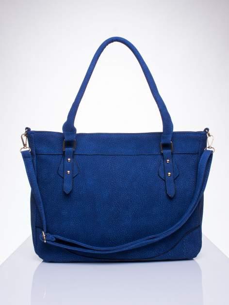 Niebieska fakturowana torba miejska z odpinanym paskiem
