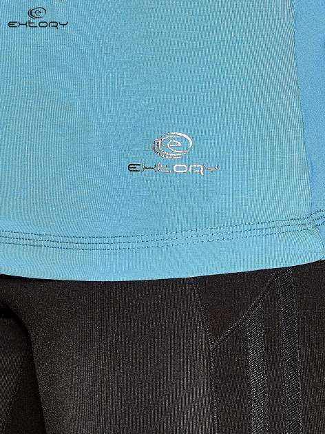Niebieska gładka bluzka sportowa z dekoltem U PLUS SIZE                                  zdj.                                  4