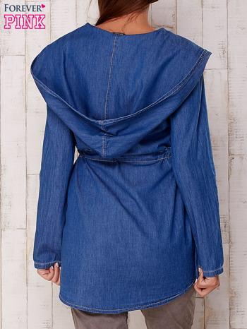 Niebieska jeansowa koszula narzutka z kapturem                                  zdj.                                  2