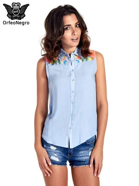 Niebieska koszula bez rękawów z roślinnym haftem na górze                                  zdj.                                  1