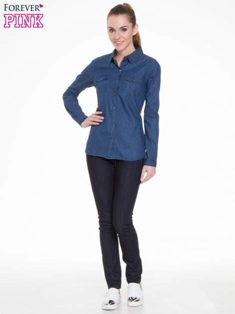 Niebieska koszula jeansowa z kieszeniami na guziki                                  zdj.                                  2
