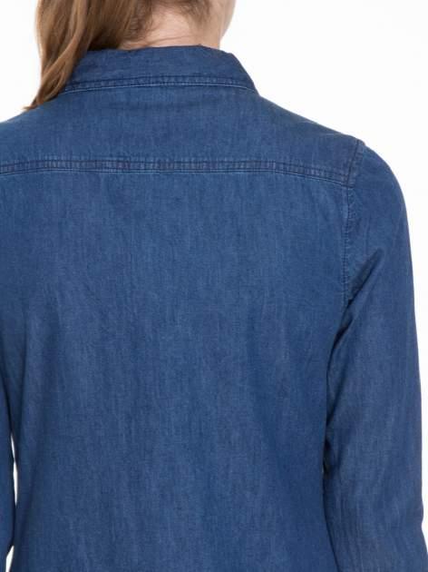 Niebieska koszula jeansowa z kieszeniami na guziki                                  zdj.                                  5