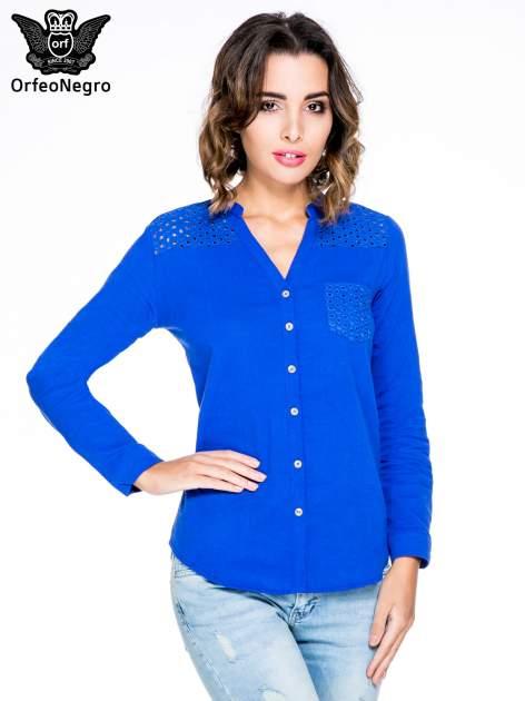 Niebieska koszula z ażurowaniem na górze i kieszonką                                  zdj.                                  1