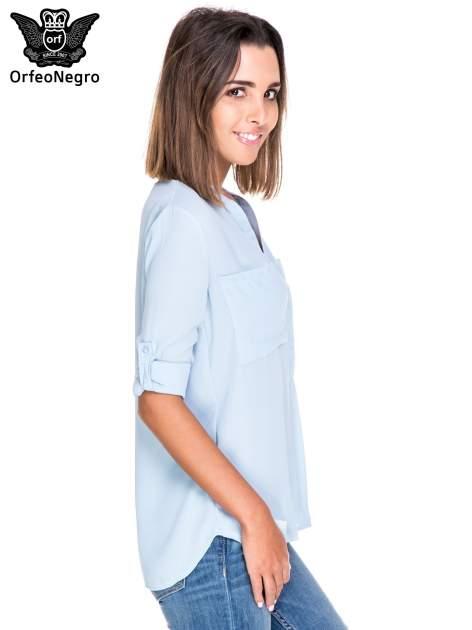 Niebieska koszula z dużymi kieszeniami i dekoltem w serek                                  zdj.                                  5