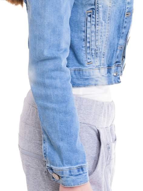Niebieska kurtka jeansowa damska z cieniowaniem i przetarciami                                  zdj.                                  6