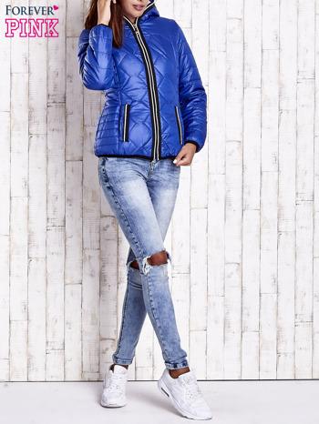 Niebieska pikowana kurtka z futrzaną podszewką                                  zdj.                                  8