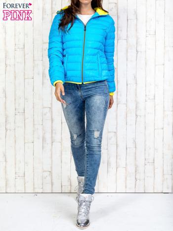 Niebieska pikowana kurtka z żółtym wykończeniem                                  zdj.                                  7