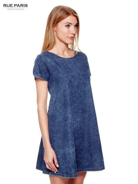 Niebieska prosta sukienka jeansowa z efektem marmurkowym                                  zdj.                                  3