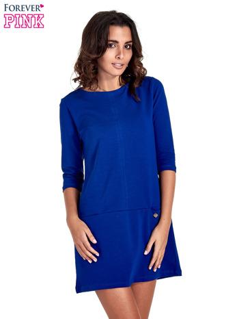 Niebieska prosta sukienka z kieszeniami