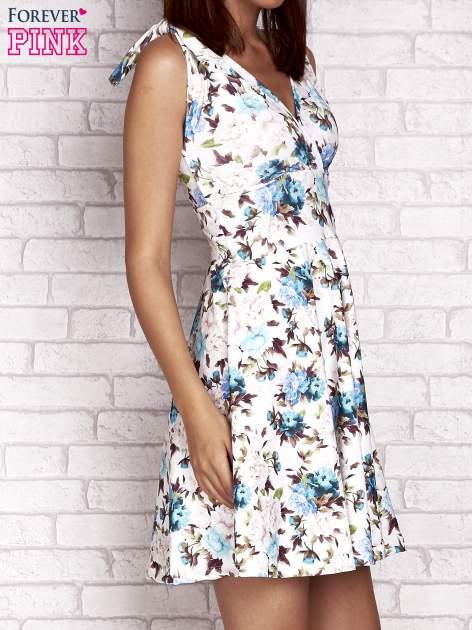 Niebieska rozkloszowana sukienka w kwiaty                                  zdj.                                  3