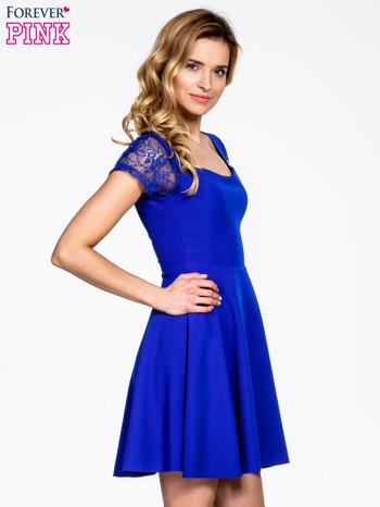 Niebieska rozkloszowana sukienka z kwadratowym dekoltem                                  zdj.                                  3