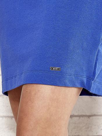 Niebieska sukienka dresowa o prostym kroju                                  zdj.                                  5