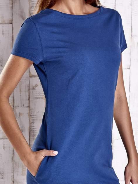 Niebieska sukienka dresowa z kieszeniami                                  zdj.                                  5