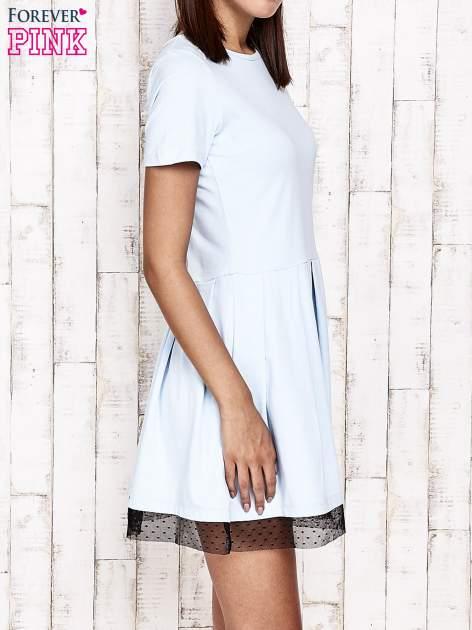 Niebieska sukienka dresowa z tiulem w groszki                                  zdj.                                  4