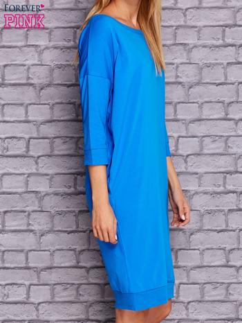Niebieska sukienka oversize ze ściągaczem                                  zdj.                                  3