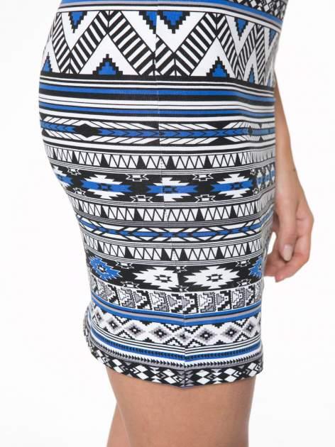 Niebieska sukienka tuba w azteckie wzory                                  zdj.                                  11