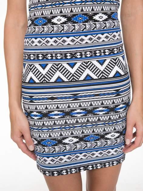 Niebieska sukienka tuba w azteckie wzory                                  zdj.                                  9