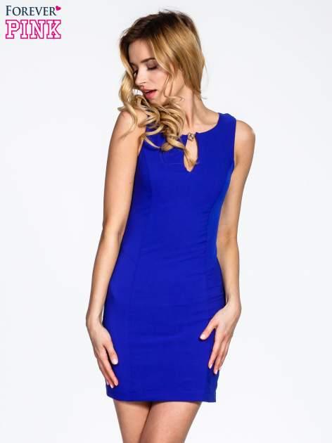 Niebieska sukienka z wycięciem na dekolcie                                  zdj.                                  1