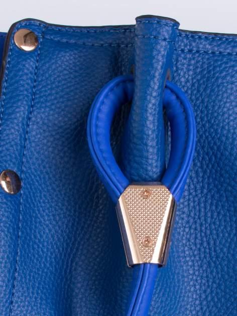 Niebieska torba z ozdobnym uchwytem                                  zdj.                                  5