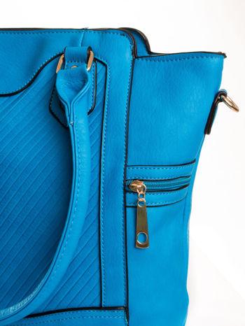 Niebieska torba ze złotymi wykończeniami                                  zdj.                                  5