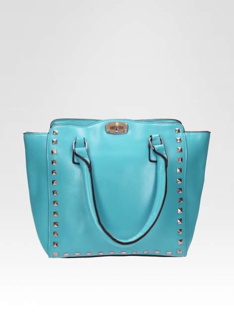 Niebieska torebka na ramię z dżetami