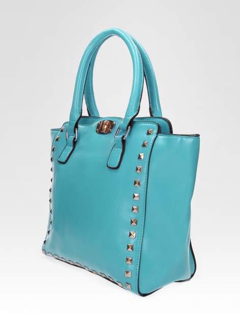 Niebieska torebka na ramię z dżetami                                  zdj.                                  7