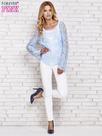 Niebieski ażurowy sweterk mgiełka z rozszerzanymi rękawami                                  zdj.                                  2