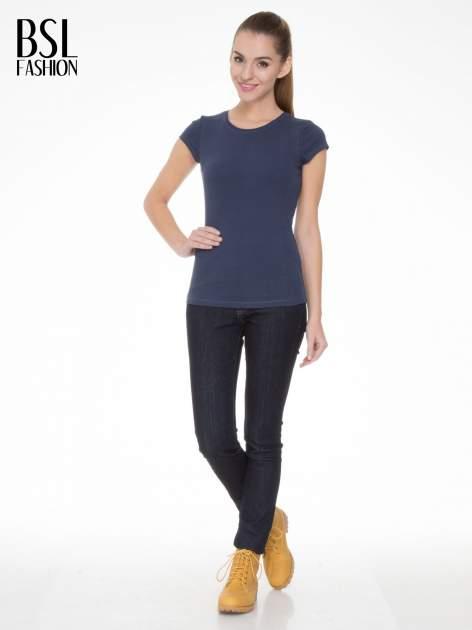 Niebieski bawełniany t-shirt damski z okrągłym dekoltem                                  zdj.                                  2
