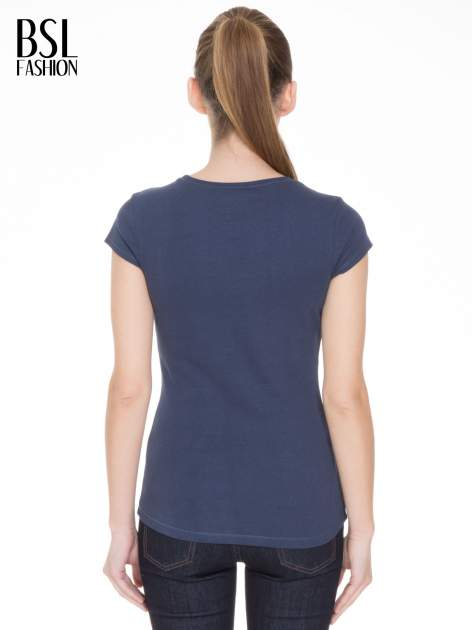 Niebieski bawełniany t-shirt damski z okrągłym dekoltem                              zdj.                              4
