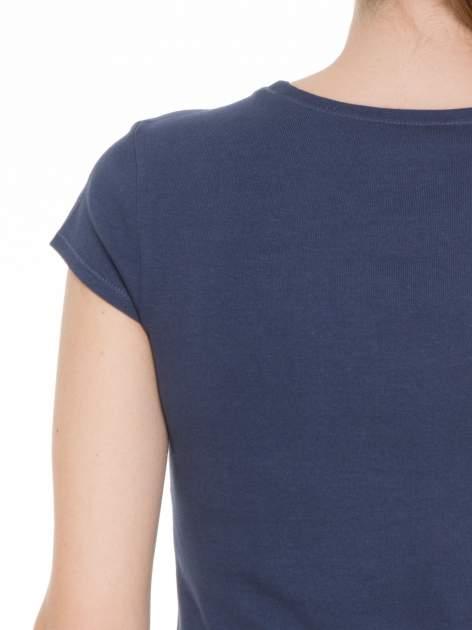 Niebieski bawełniany t-shirt damski z okrągłym dekoltem                                  zdj.                                  5