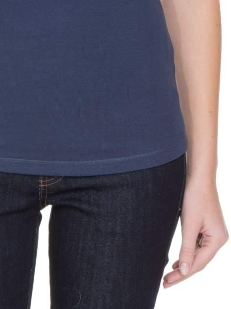Niebieski bawełniany t-shirt damski z okrągłym dekoltem                                  zdj.                                  8