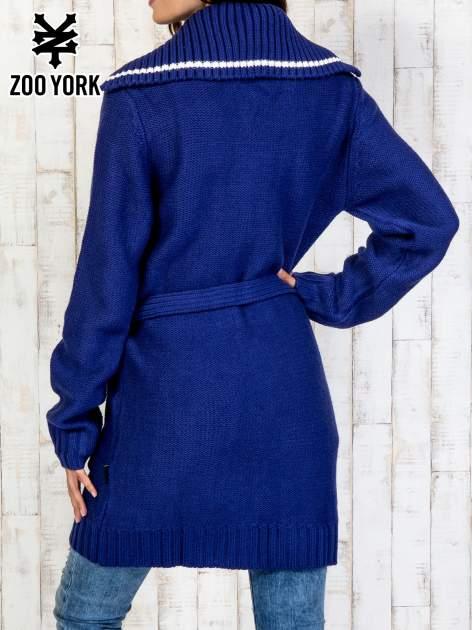 Niebieski długi sweter z wiązaniem                                  zdj.                                  5