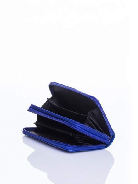 Niebieski lakierowany pikowany portfel                                  zdj.                                  4