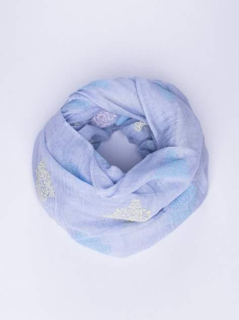 Niebieski lekki szal z delikatnym haftem                                  zdj.                                  1