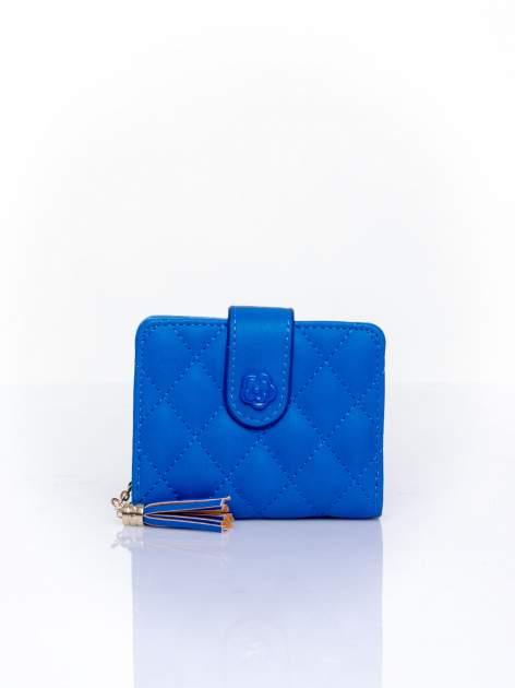 Niebieski pikowany portfel z ozdobnym zapięciem