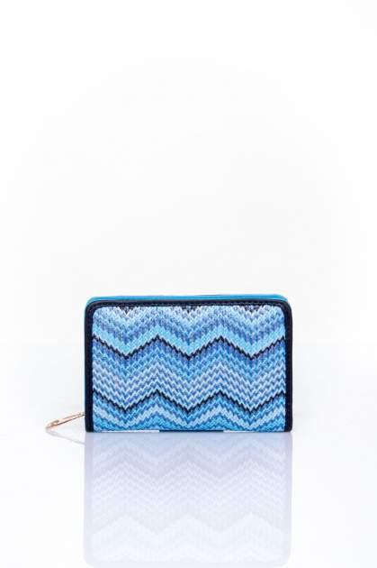Niebieski portfel z motywem geometrycznej plecionki