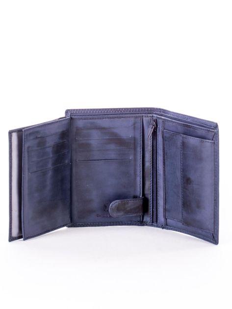 Niebieski skórzany portfel z okrągłym tłoczonym emblematem                              zdj.                              6