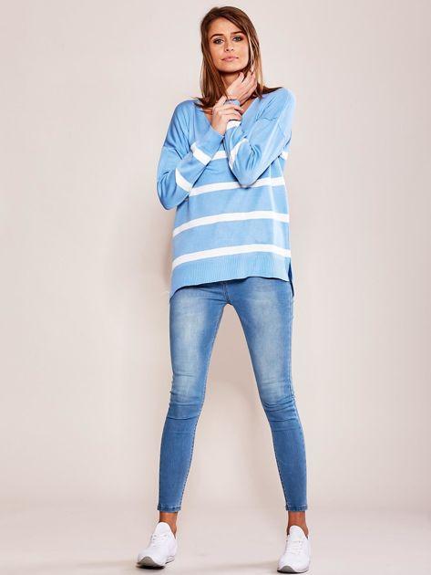 Niebieski sweter damski w pasy                              zdj.                              4