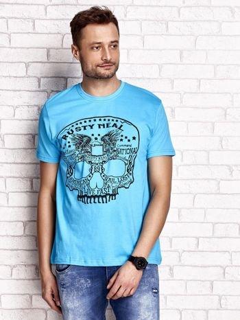 Niebieski t-shirt męski z nadrukiem czaszki i napisami                                  zdj.                                  1
