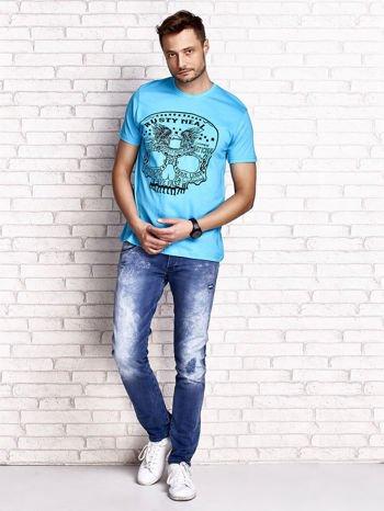 Niebieski t-shirt męski z nadrukiem czaszki i napisami                                  zdj.                                  4